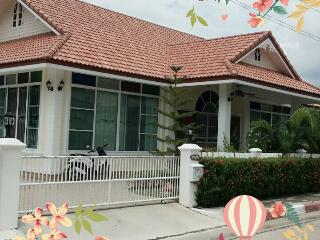 Meng Beach House - Phe vacation rentals