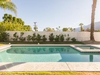 Sleek & Sexy Mid-Century with View, Bikes, Hot Tub - Palm Springs vacation rentals