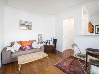 Quiet and Spacious Apartment in Paris Montmartre - Paris vacation rentals