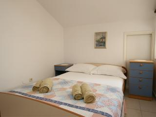 Nice 2 bedroom Tucepi Apartment with Internet Access - Tucepi vacation rentals