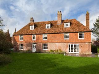 Beautiful Grade II listed Farmhouse,Goudhurst,Kent - Marden vacation rentals