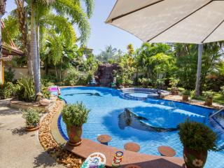 Relaxing Palm Pool Villa with Large Private Garden - Pattaya vacation rentals