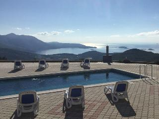 Apartment Lana with swimming pool near Dubrovnik - Gornji Brgat vacation rentals