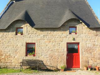 Sweet Chestnut cottage with heated pool - Quistinic vacation rentals