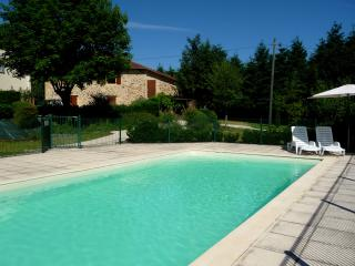 Gîte Châtaigne - stunning studio for 2 in the Dordogne department, with large pool – walk to beach! - Lanouaille vacation rentals
