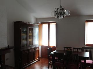 Charming 2 bedroom Apartment in Pietransieri with Internet Access - Pietransieri vacation rentals