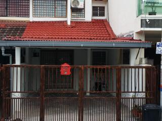 Nice House with A/C and Satellite Or Cable TV - Batu Caves vacation rentals