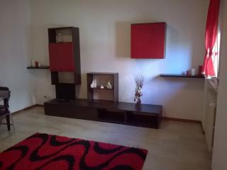 Romantic 1 bedroom Mantova Apartment with Elevator Access - Mantova vacation rentals