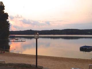 Cozy Lakefront Condo w bedroom Jacuzzi - Wisconsin Dells vacation rentals