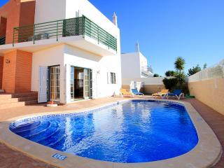 Casa do Ze, fantastica moradia com piscina perto de tudo - Albufeira vacation rentals