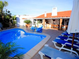 Vila Jacaranda V3 Simpática moradia com piscina privada. priveligia de uma - Albufeira vacation rentals