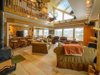 Kokopelli Retreat has great views with very comfortable kitchen/family room on main level - Brian Head vacation rentals