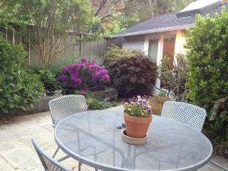Garden Cottage Btwn Sf/Wine Country Walk Downtown - San Rafael vacation rentals