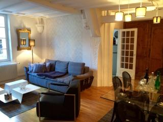 A CHIC 2/3 bedroom 2 bathroom, outdoor area. - Dijon vacation rentals