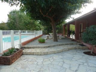 Maison Villa avec jardin et piscine dans l'Hérault - Le Bosc vacation rentals