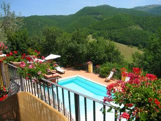 Perfect 1 bedroom Pompagnano House with A/C - Pompagnano vacation rentals