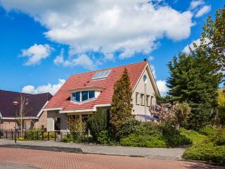 Luxury kingsize apartment in historical Volendam - Volendam vacation rentals