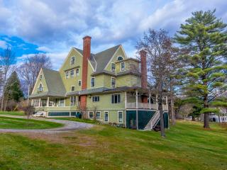 Magnificent 25 room mansion: walk to Equinox Hotel - Manchester vacation rentals