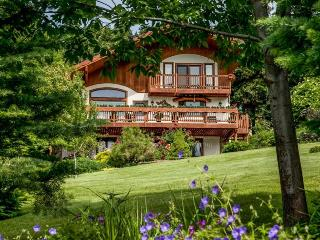 Fox Den Bed & Breakfast 1.5 miles from Leavenworth - Leavenworth vacation rentals