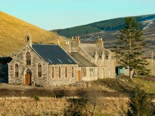 DEVERON VIEW, romantic hideaway, woodburner, superb scenery, Dufftown Ref 917053 - Dufftown vacation rentals
