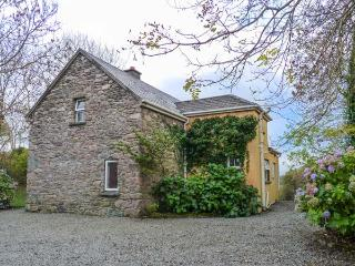 GORTAGOWN COTTAGE, detached, open fire, pet-friendly, on the Ring of Kerry, Sneem, Ref 928458 - Sneem vacation rentals