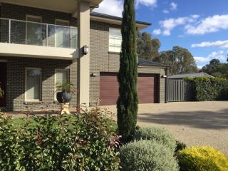 5 bedroom House with Internet Access in Shepparton - Shepparton vacation rentals