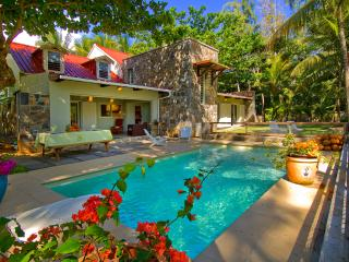 Super Chic, beachfront. private pool, intimate. - Riambel vacation rentals