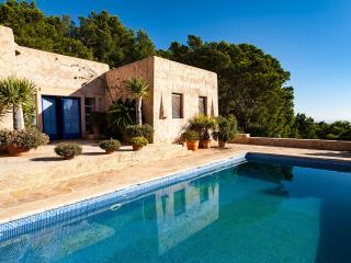 Beautiful 4 bedroom Villa in Sant Vicent de sa Cala with Dishwasher - Sant Vicent de sa Cala vacation rentals