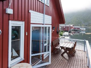 Lofoten: Luxurious apartment - stunning scenery - Ballstad vacation rentals