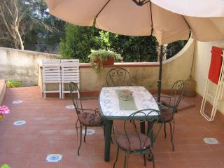 Bilocale in villa Costanza a 30 m dal mare - Fontane Bianche vacation rentals