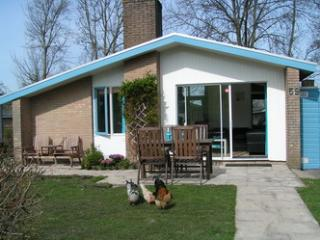 House at lake IJsselmeer, garden, pool, 5p, wifi - Andijk vacation rentals