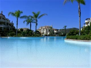 Capanes del Golf - Spacious and very Sunny 3 bed apartment - Benahavis vacation rentals