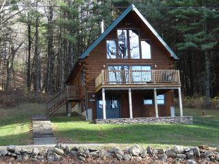 Beautifully decorated & immaculate log chalet - Hillsdale vacation rentals