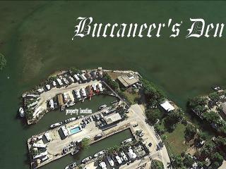 BUCCANEER'S DEN - 20Ft. of Waterfront w/ Dock - Key Largo vacation rentals
