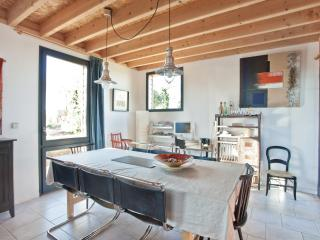 4 bedroom Gite with Internet Access in Angles sur l'Anglin - Angles sur l'Anglin vacation rentals