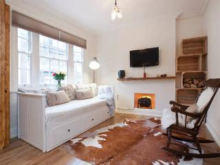 Unique Design with ♥2 bed Hyde Park - London vacation rentals
