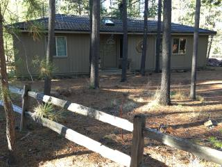 Near Village/SHARC + 6 free passes, Hot Tub, Bikes - Sunriver vacation rentals