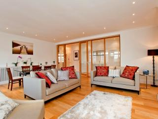 Luxury 3 bedroom Apartment, High Street Kensington - London vacation rentals