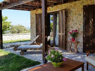 Romantic 1 bedroom Salakos House with Washing Machine - Salakos vacation rentals