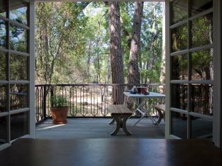 Oak Nest Cottage~ Cozy, Cute, Quiet - Sonora vacation rentals