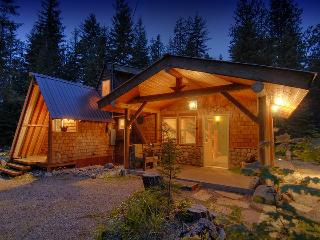 Moonlight Cabin & Bunkhouse quiet acre w/ hot tub - Leavenworth vacation rentals
