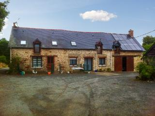Farmhouse cottage w/natural scenery - Bain-de-Bretagne vacation rentals