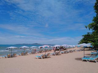 Pool view 2 bedroom apt. near beach. - Pattaya vacation rentals