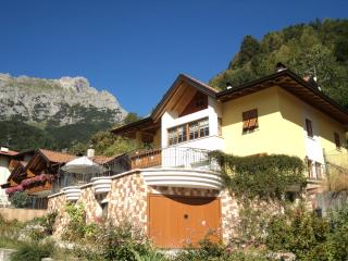 Cozy 2 bedroom Molveno Condo with Internet Access - Molveno vacation rentals
