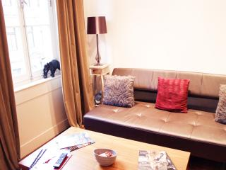 A Stately One Bedroom Mayfair Residence - London vacation rentals