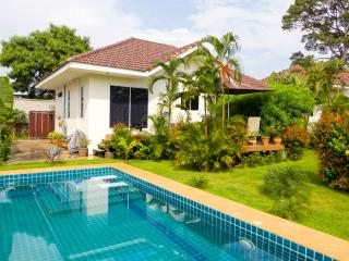 Bright Pattaya vacation Villa with Internet Access - Pattaya vacation rentals
