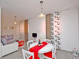 2 bedroom Condo with Stove in Split - Split vacation rentals