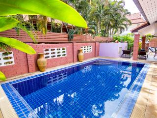 4 bedrooms villa near the beach and walking street - Pattaya vacation rentals