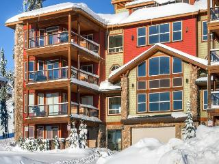 Snowbird Lodge 306 Happy Valley Location in Big White Ski Resort Sleeps 7 - Big White vacation rentals