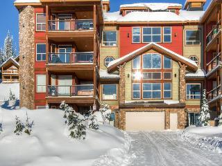Snowbird Lodge 406 Happy Valley Location in Big White Ski Resort Sleeps 7 - Big White vacation rentals